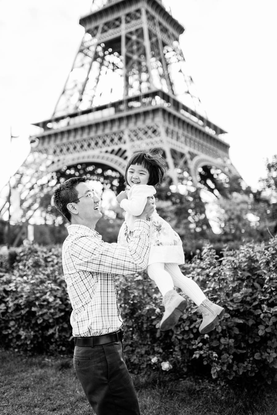 family-portraits-eiffel-tower-paris-photographer_008.jpg
