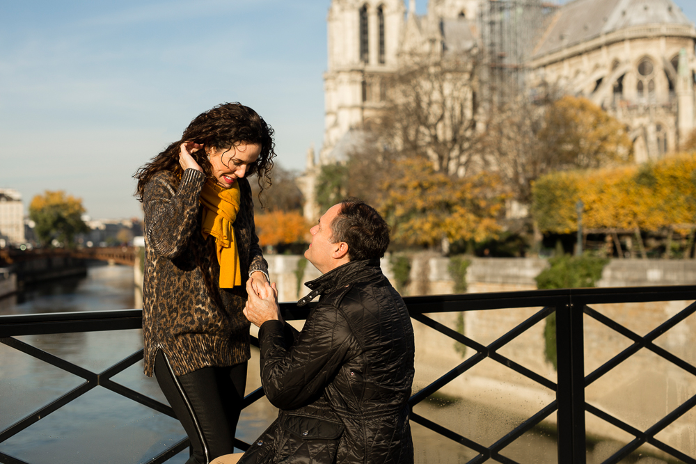 romantic-paris-proposal_notre-dame-best-couple-photographer_005.jpg