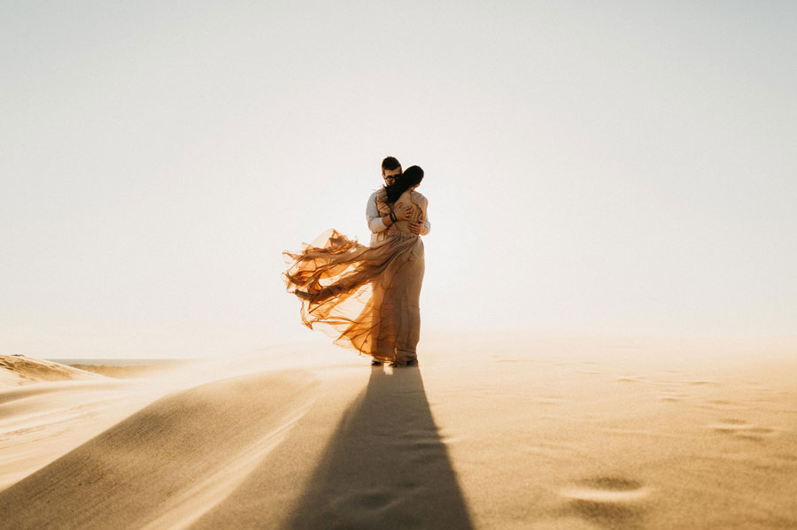 windy-day-elopement-at-silver-lake-sand-dunes-in-michigan-destination-elopement-photographer.jpg