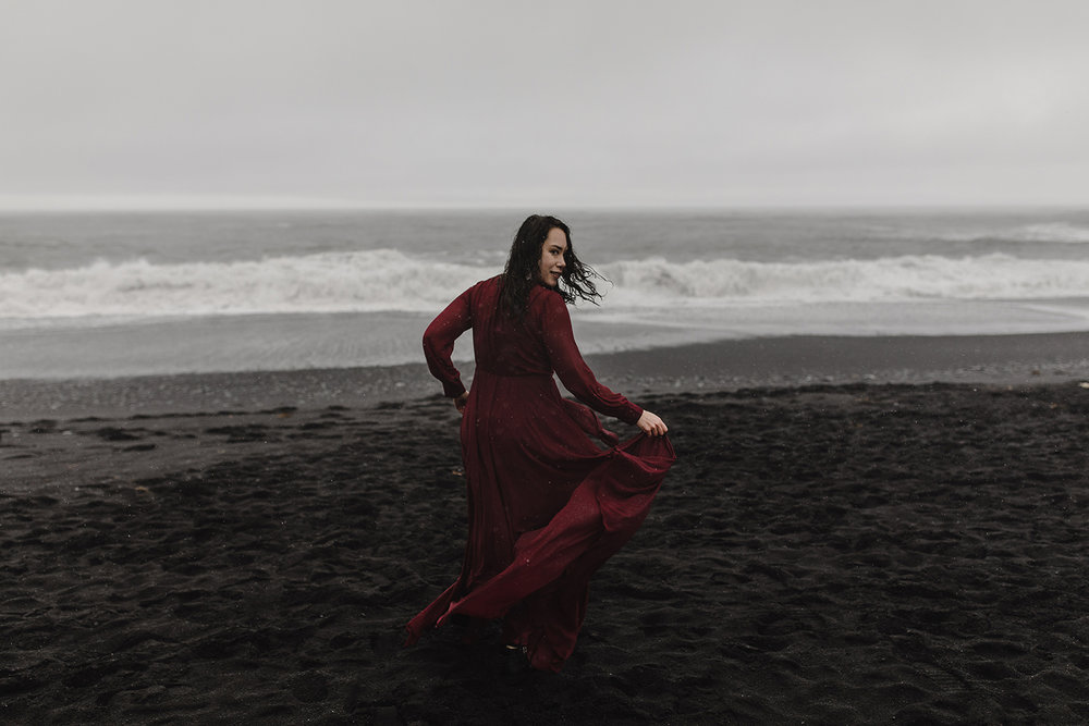 portraits on the black sand beach in iceland 1.jpg