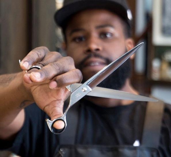 Knux scissors.png