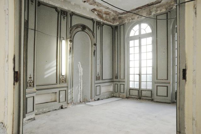 Joseph dirand parisian hotel particulier photographed by for Miroir paris france