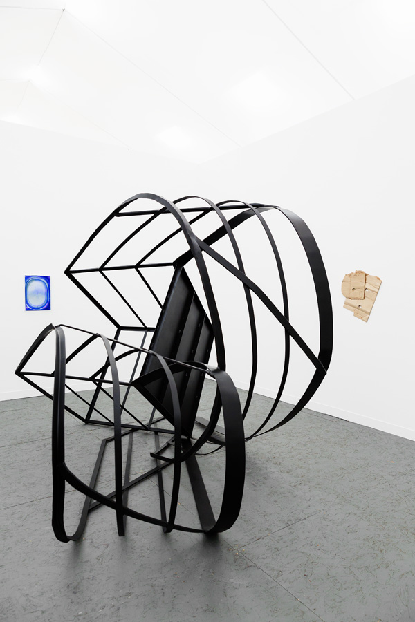 SOMESLASHTHINGS AGENCY frieze art fair Monika Sosnowska Hayley Tompkins The Modern Institute by nat urazmetova.jpg
