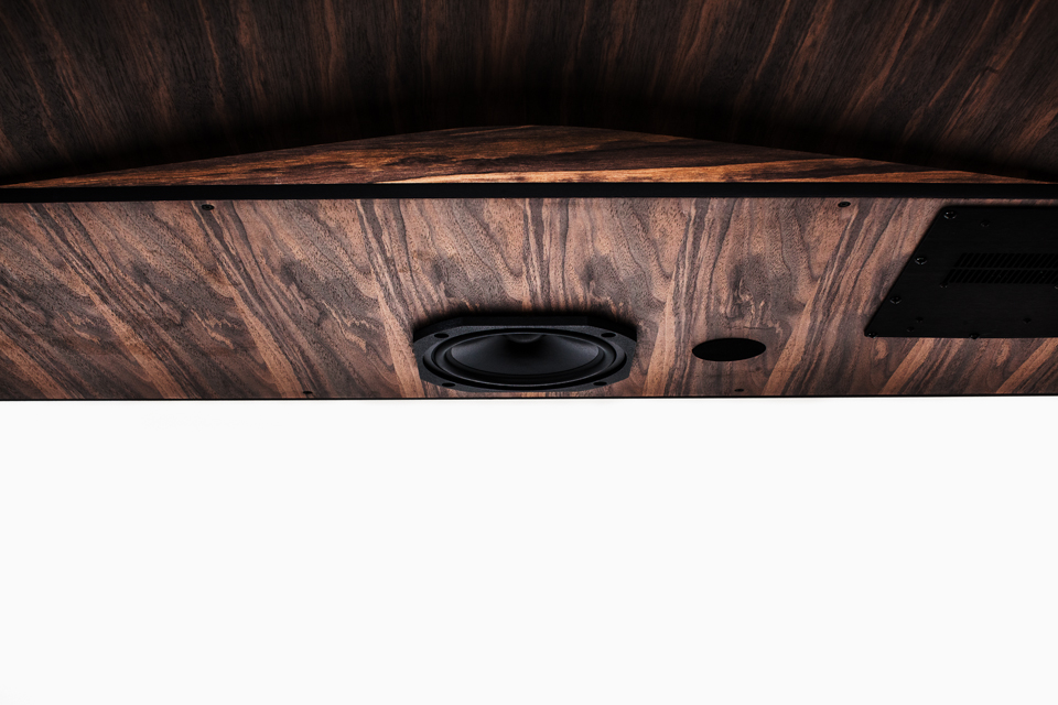 iotal element x S/T echo hifi art desk by matteo carcelli | SOME/THINGS S/TUDIO 1 x 100 watts 170mm bass-medium speaker