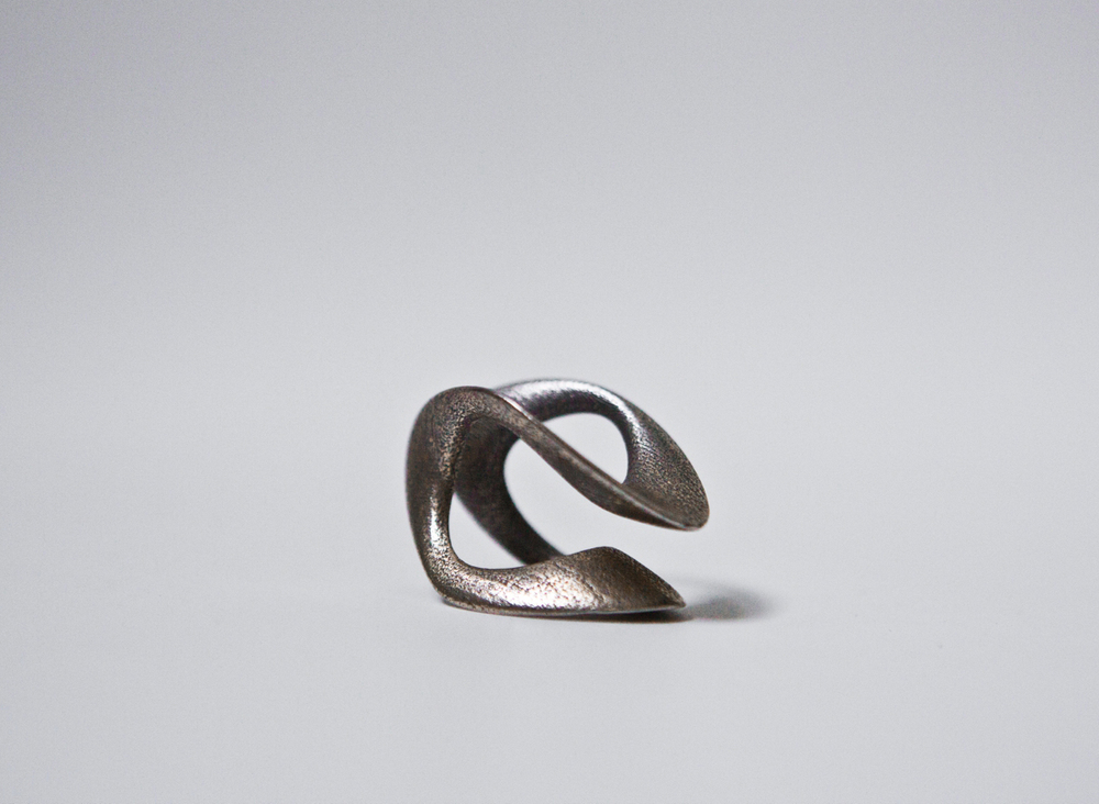 bothsides ring, 3D printed steel ring, photography ldvc ludovico lombardi  the ring shape allows for different wearing possibilities creating a continuous and dynamic loop around the finger.