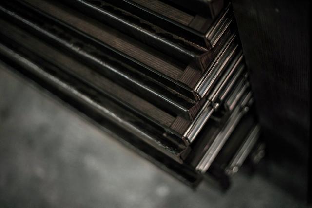 SOMESLASHTHINGS LIMITEDITIONS drawer table 03.jpg
