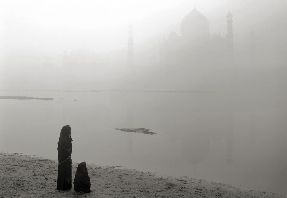 'where prayer echoes' india 43, 2008 by kenro izu