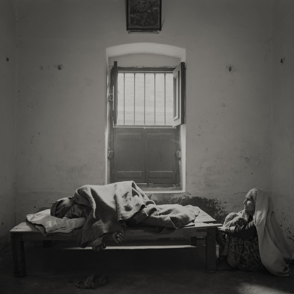 'eternal light' #4 varanasi, india 2013. at the ''house of liberation'' a free housing where people come to die near the holy river ganges. by kenro izu