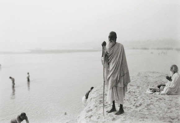 'where prayer echoes' india 62, 2008 by kenro izu