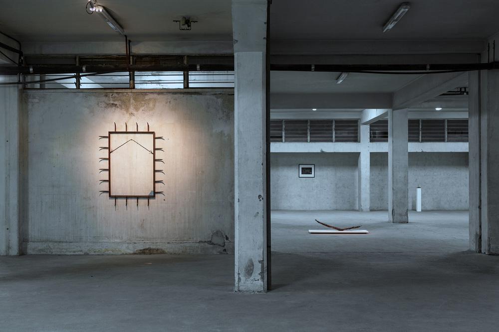 dimitris merantzas, self-portrait, meat hooks, wire, piece of broken mirror2003 -146 x 114 x 10 cm