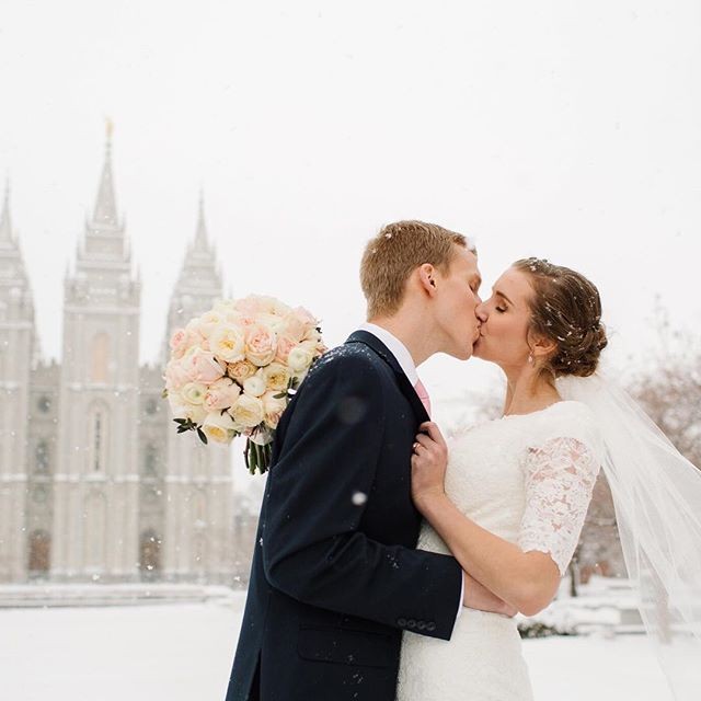 Wedding Wednesday! Check out this beautiful March wedding in my story!
