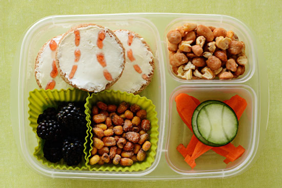 Baseball themed lunch box naturebox blog game or a local team or even your office league heading out to a baseball game is always fun celebrate the season with this fun and easy lunch forumfinder