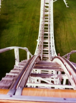 https://commons.wikimedia.org/wiki/File:Joyland_Wichita_Roller_Coaster_Down_1997.jpg