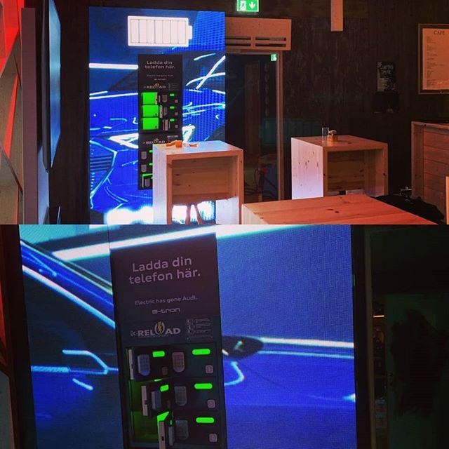 Samarbete med @magcom_consulting  #nollprocent  #krchargingstation  #kreload  #powerbank#lowbattery#chargingkiosk#business#entrepreneur#startup#conference#work#design#phonecharger#event#furniture#bar#restaurant#office#innovation#sweden#advertising#tech#crowdfunding#stockholm#event#restaurant#audi