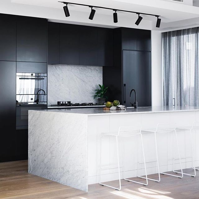 This kitchen is perfection. Loving the #black & #marble contrast. Designed by @alexandramacmillan | Photo by @mindicooke | #kitcheninspiration #kitchendesign #interiors #decor #design #interiordesigner #homerenovations #vancouverhomes #vancouver #vancouverhouses #vancouverdecor #moderndesign #interiordesignideas