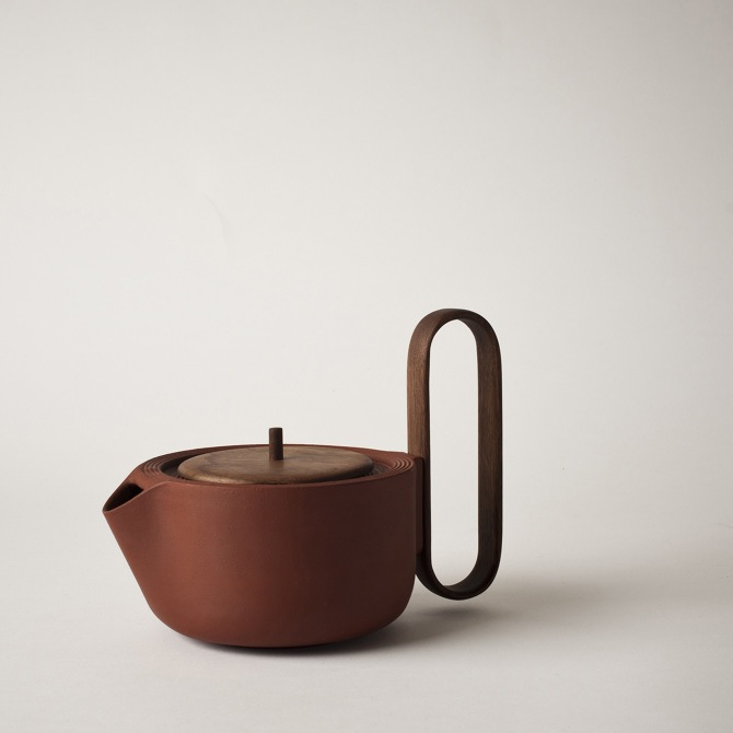 The 'Aureola' tea pot by Moiseeva and Nichetto carries a soft organic shape but adds a wildly bold handle. Photo © Juli Daoust Baker