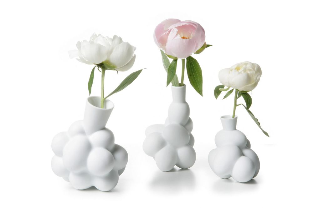 The 'Egg' vases by Marcel Wanders (1997) were developed with Droog and Rosenthal but later became one of Moooi's early products.