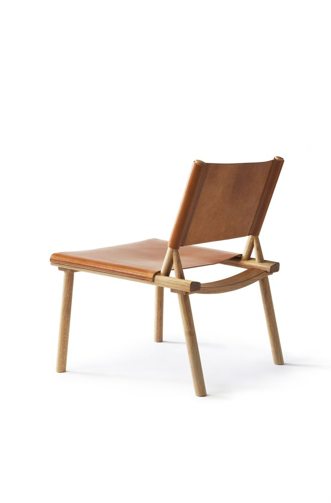 Jasper Morrison and Wataru Kumano's 'December' lounge chair is a self assembly design in oak with either canvas or leather upholstery. It comes in two sizes, standard and XL.