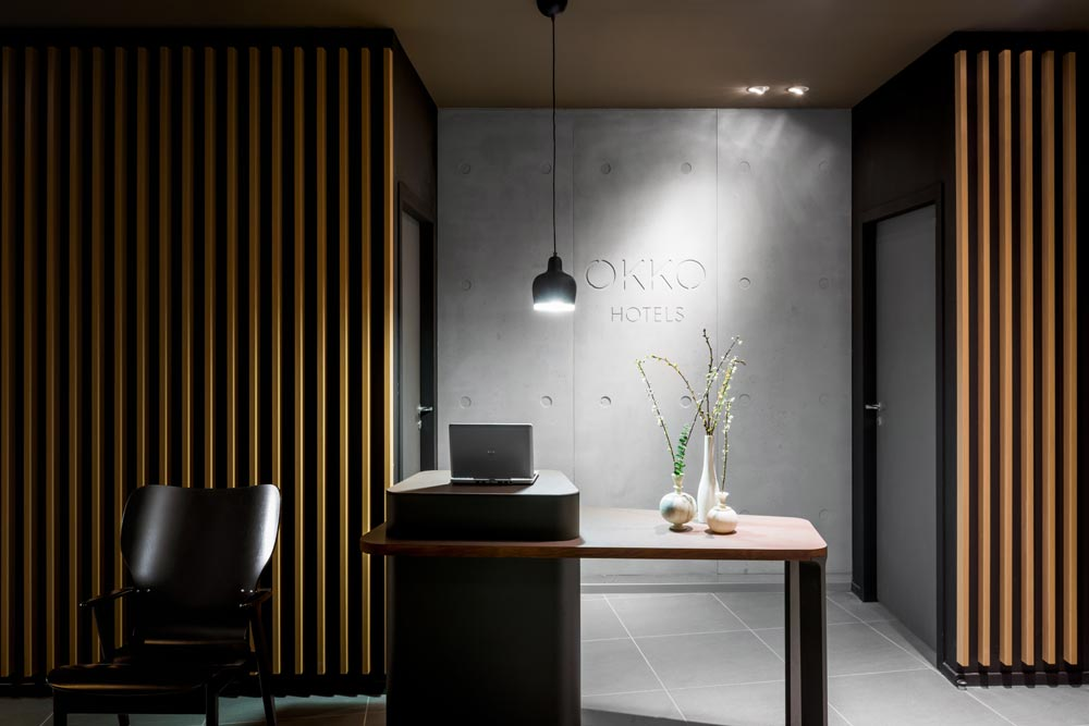 The reception of the first OKKO Hotel in Nantes had a more sombre feel with numerous Artek classics.