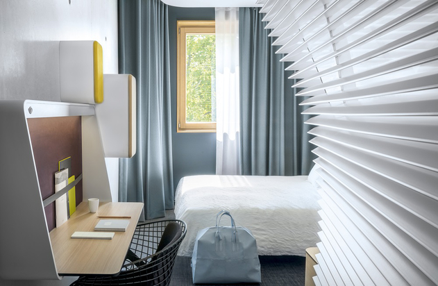 The bedrooms use a clever method to dividing up space - a louvre system that creates curved walls within the room.