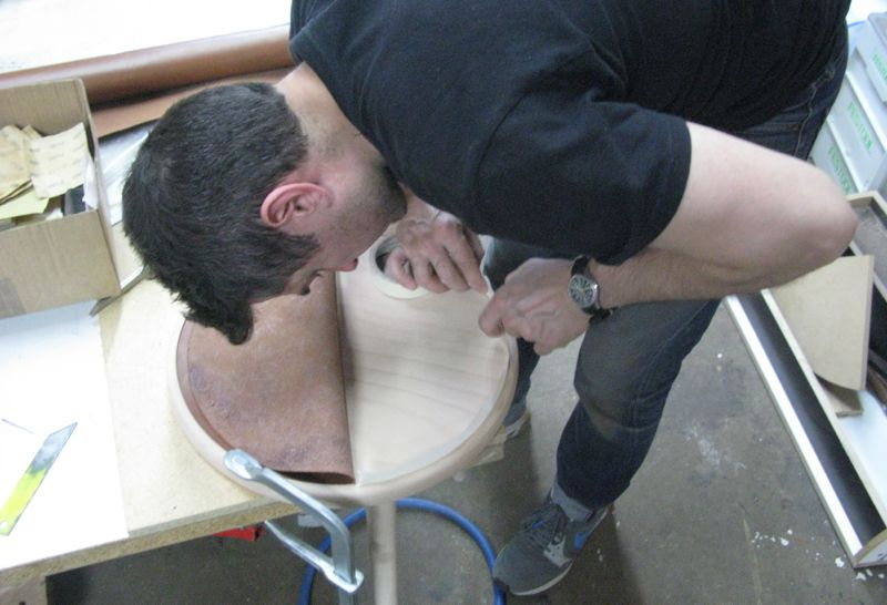 Galego masking the rim with tape to prevent overspray before glueing in the leather seat.
