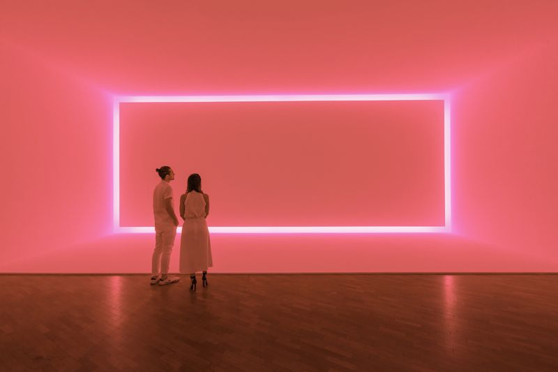 Raemar pink white 1969 - Shallow space construction: fluorescent light.