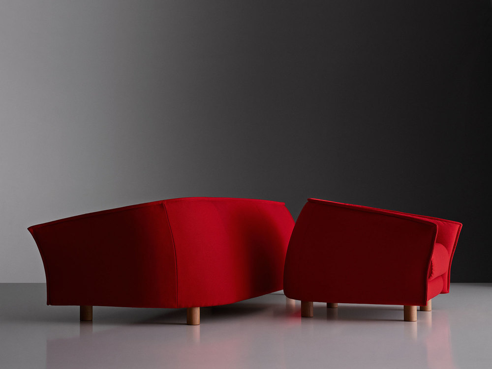 The 'Diva' sofa by Staffan Holm for Swedese and the matching armchair reveal their forward leaning stance.