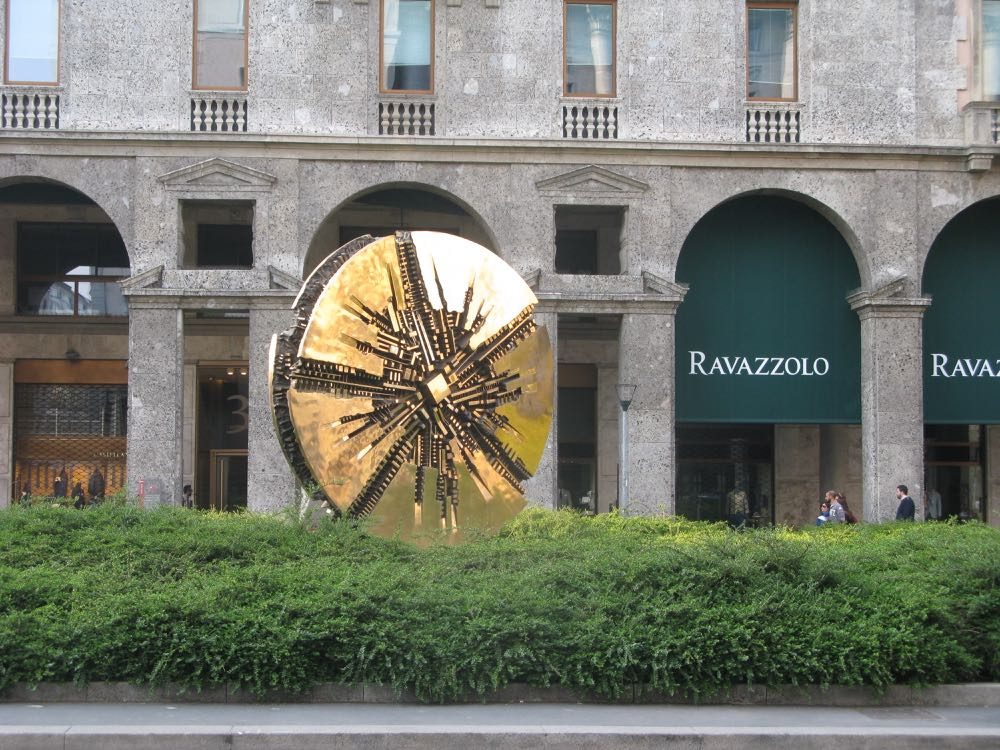 Arnaldo Pomodoro's 'Disco' sculpture in gilded bronze. The incredible piece in Piazza Meda once rotated.
