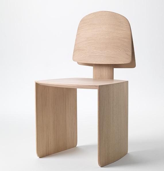 'Bell' chair (2014) in European oak by Khai Liew.