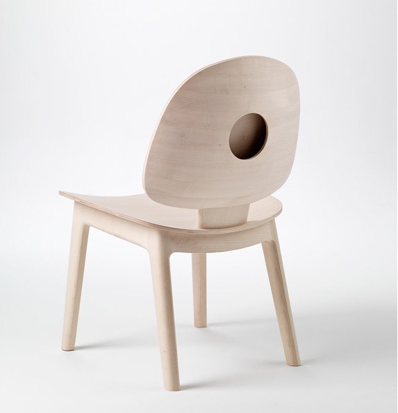 'Circle' chair (2014) in sycamore maple by Khai Liew.