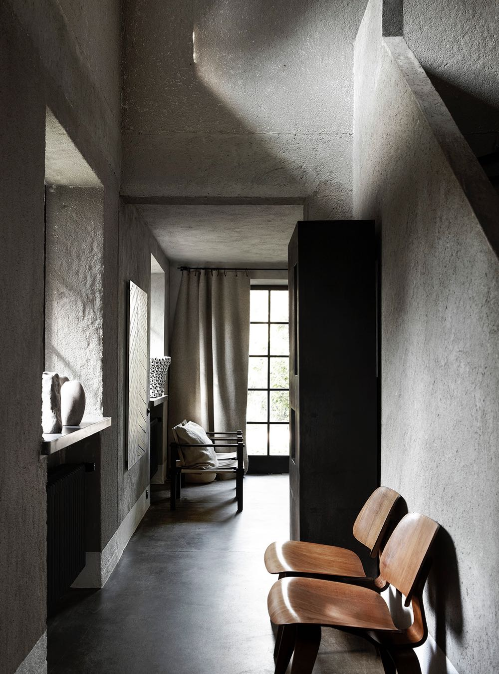 The hallway of Bea Mombaers' Knokke home with wonderful side light that emphasises the internal geometry and textured walls. Photography Sharyn Cairns.