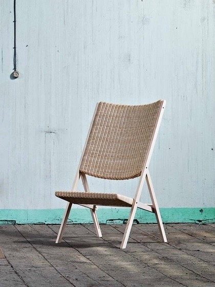 Although the D270 was designed by Gio Ponti in 1970, this is a new (2014) reissue by Italian brand Molteni. The woven wicker folding chair comes in two forms  - a dining chair and a high-backed lower lounge type, as shown here.