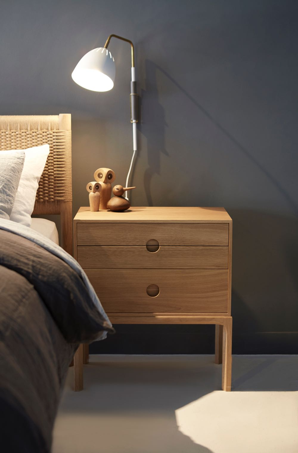 Kai Kristiansen's Entré 2B in oak with Jenny Back's 'Lean' wall light from Orsjo.