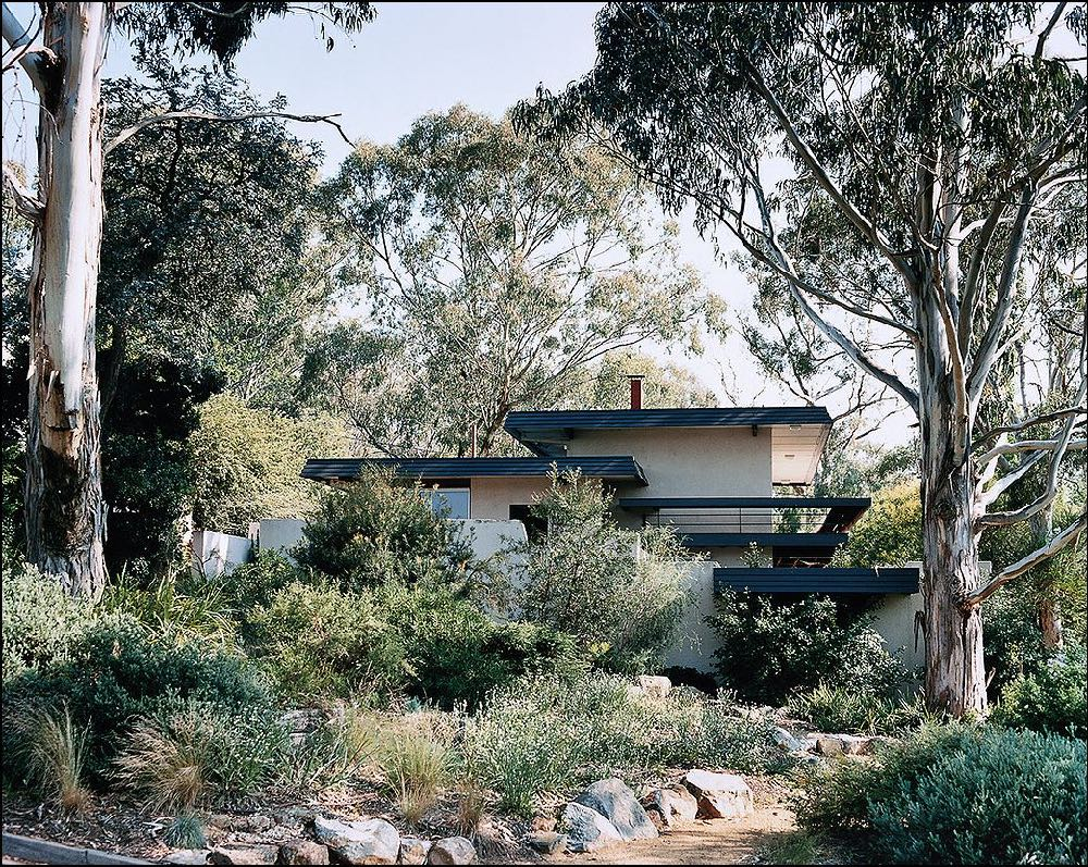 Another view of the Dingle House by Taglietti from the late 2000's. Photography by Michael Wee.