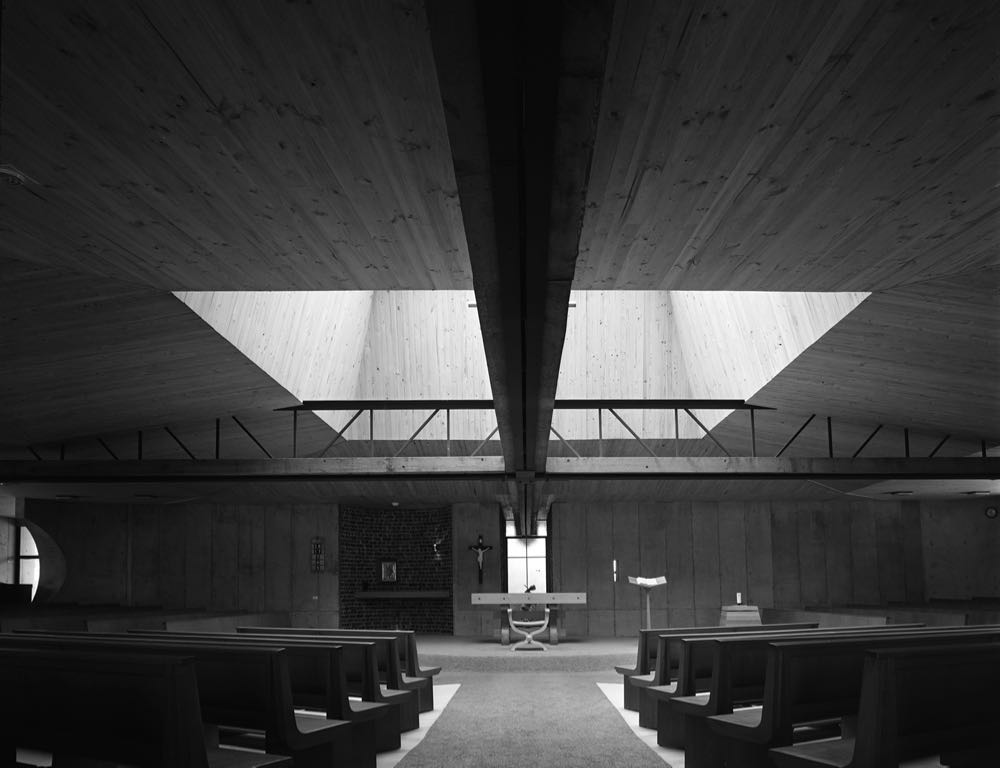 Looking toward the alter of the Church of St Anthony's designed by Enrico Taglietti in Marsfield Sydney (1968). A giant steel truss working in two directions reinforces the shape of the cross. Photograph by Max Dupain.