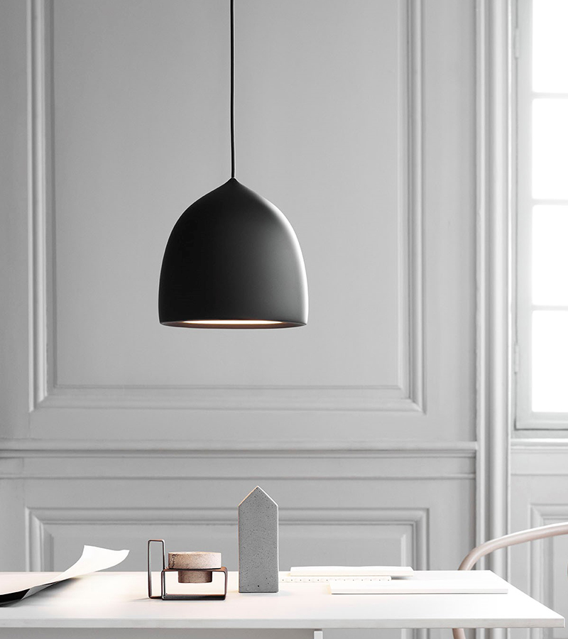 Danish lighting brand Lightyears released the new pendant 'Suspense' designed by GamFratesi. The soft acorn shape is immediately appealing.