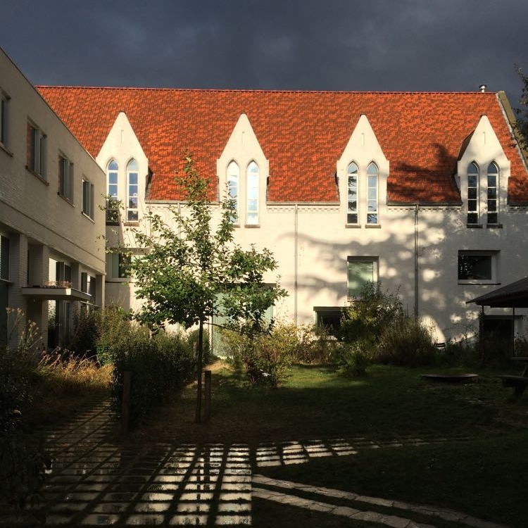 The inner courtyard of Clouds9000. The central garden allows all the houses in the development to look onto green space.