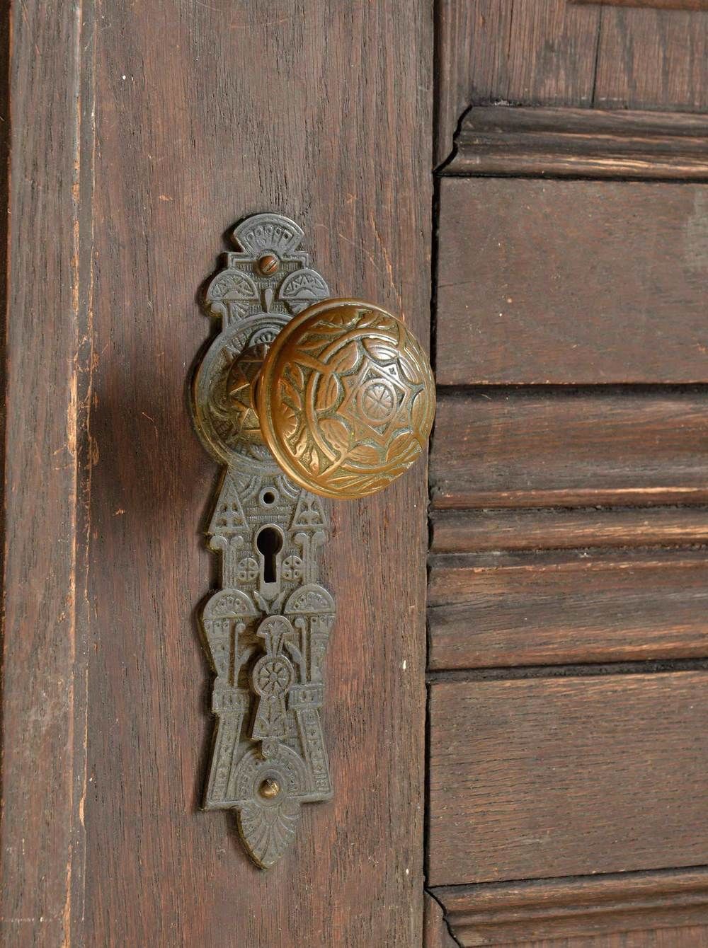 46019-double-doors-with-etched-glass-doorknob.jpg