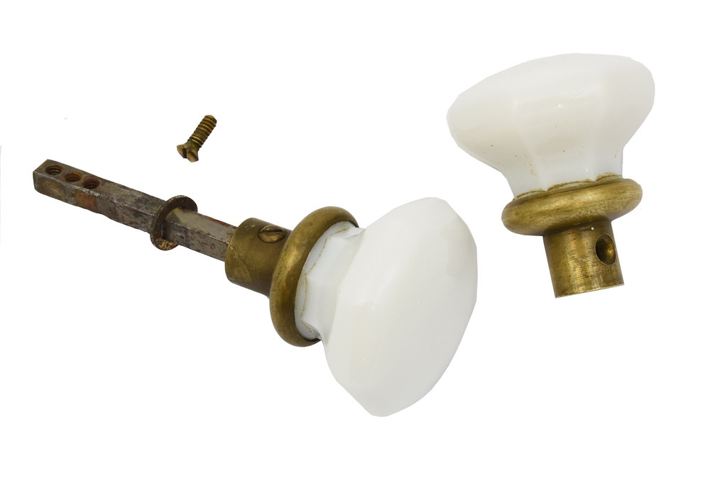H20030-milkglass-and-brass-knob-set-PIECES-DETAIL.jpg