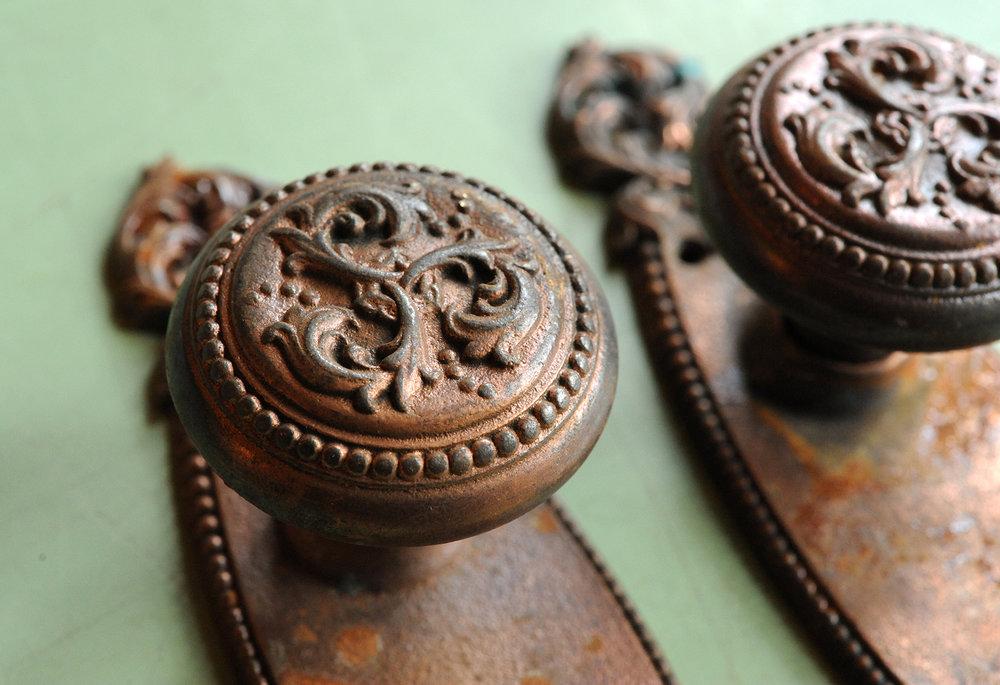 H20003-floral-iron-knob-set-knob-detail.jpg