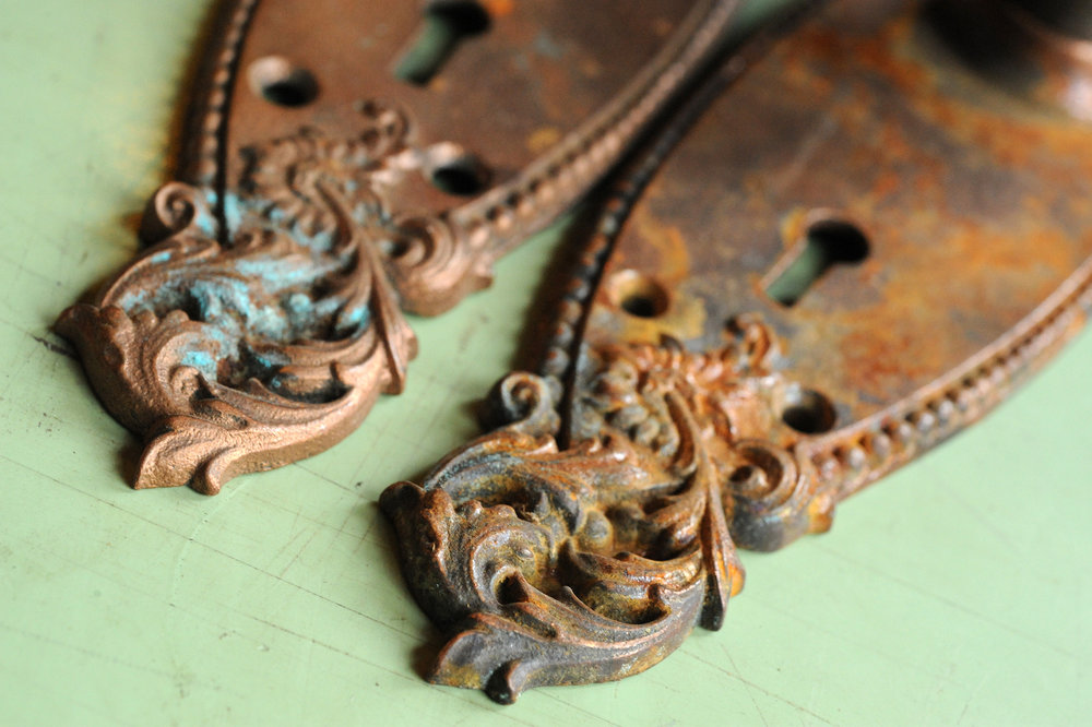 H20003-floral-iron-knob-set-escutcheon-detail.jpg