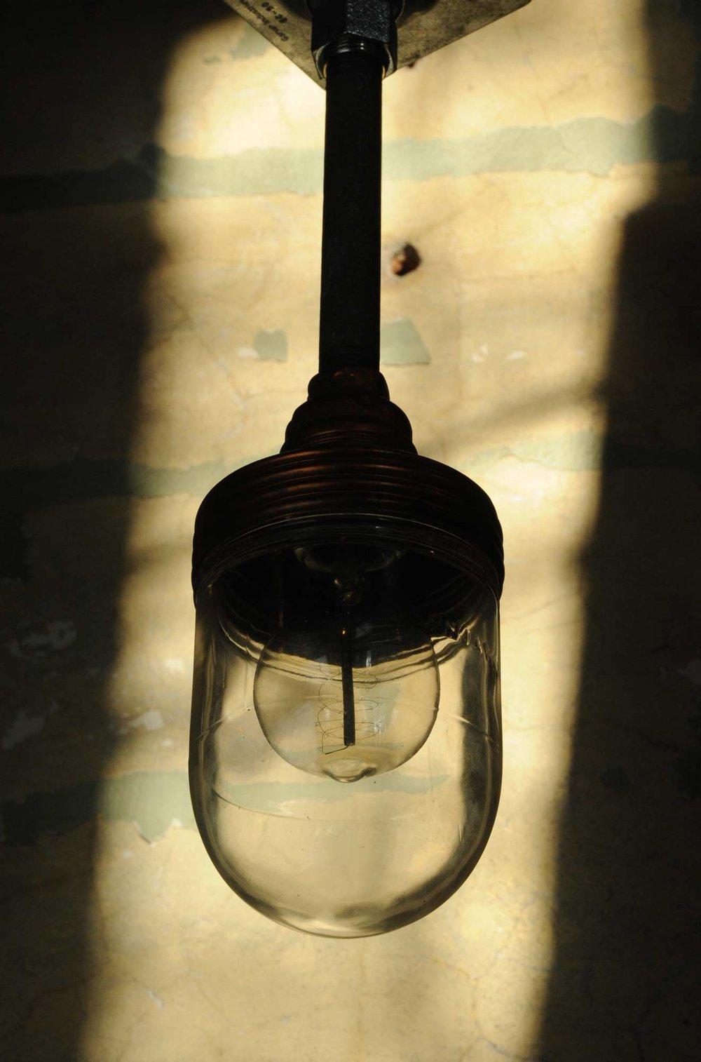45733-copper-benjamin-light-silhouette.jpg