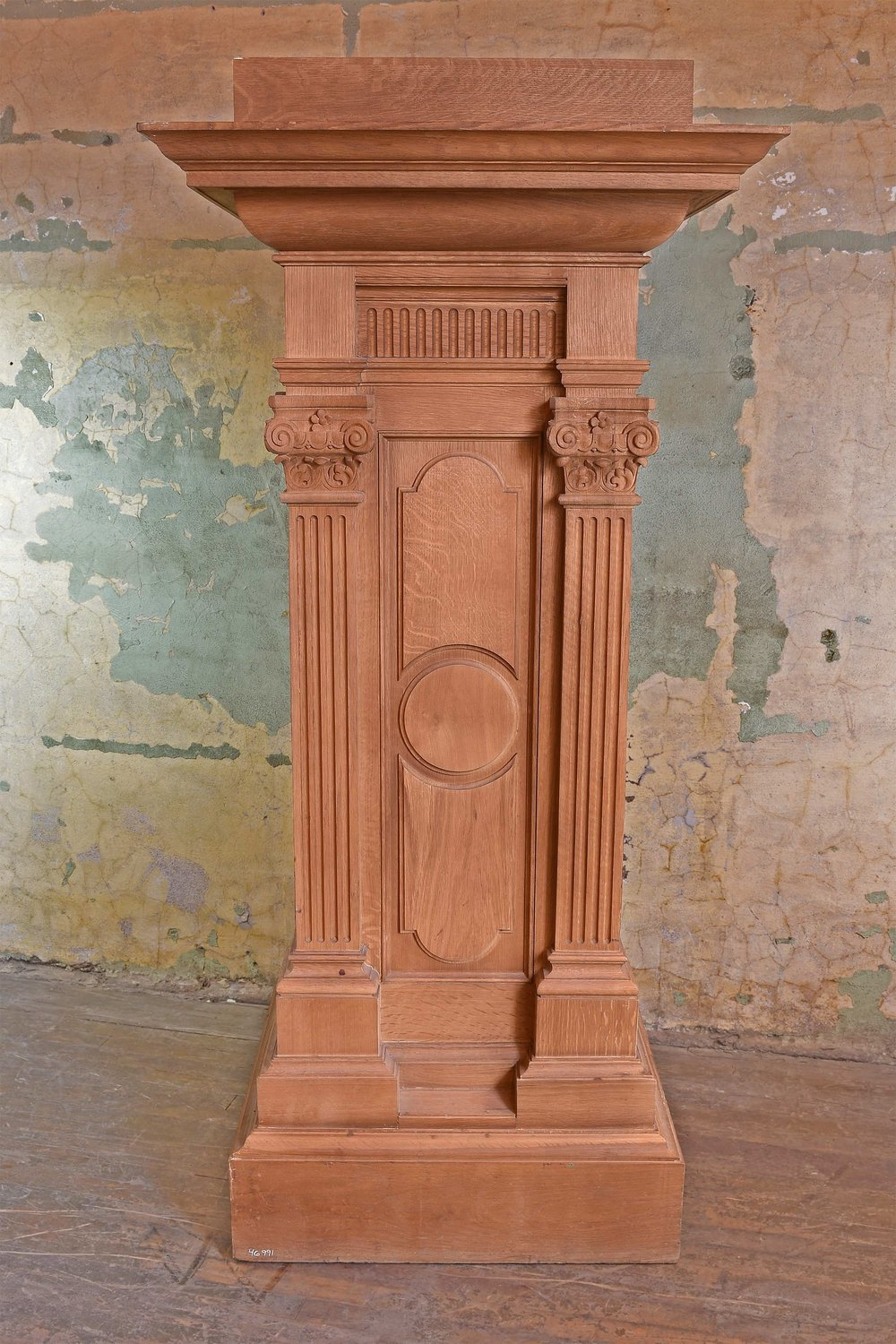 46991 quartersawn pedestal with background.jpg