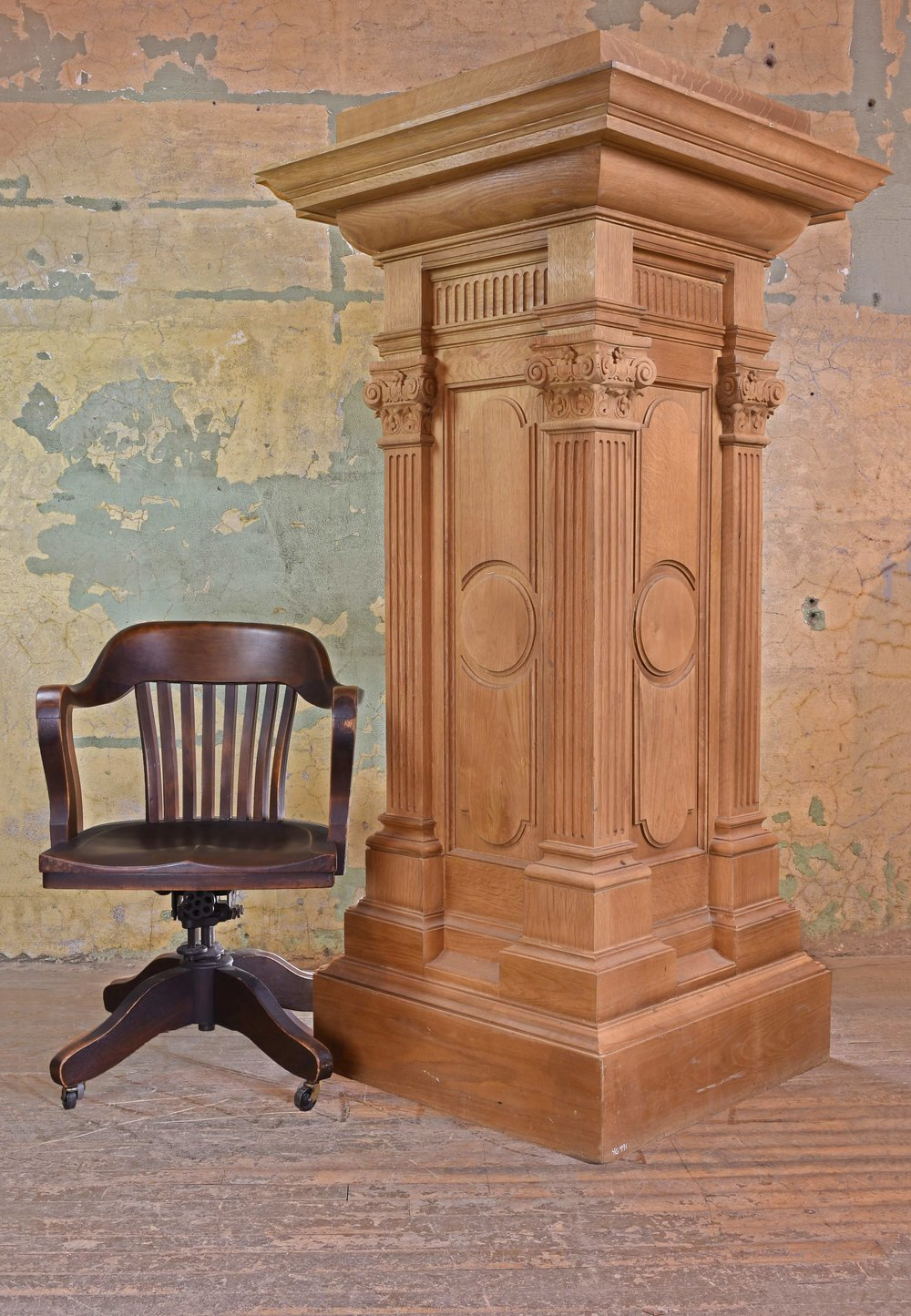 46991 quartersawn pedestal scale with background.jpg