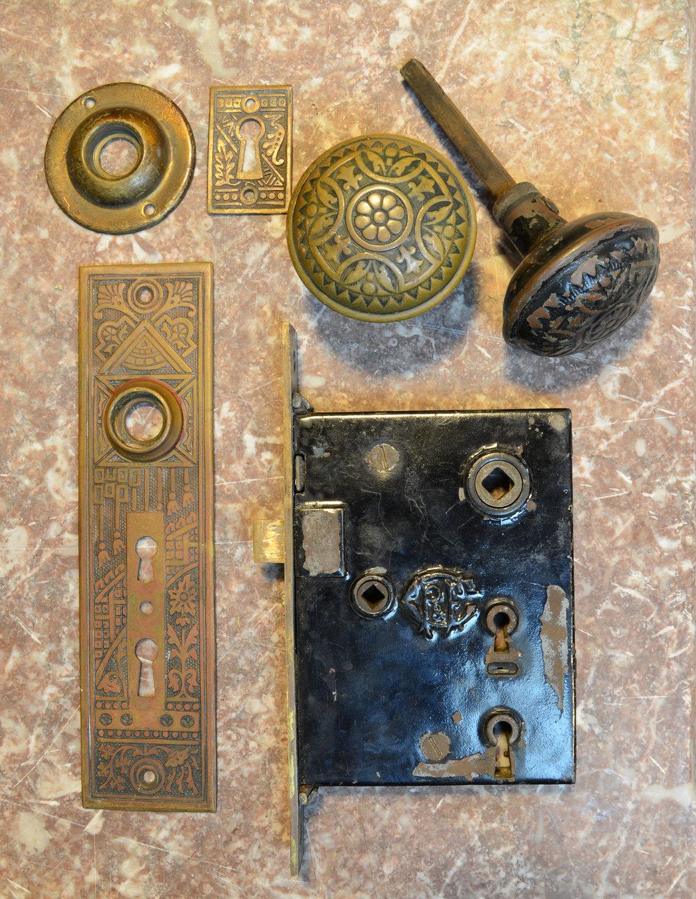 H20122-eastlake-doorset-PIECES.jpg