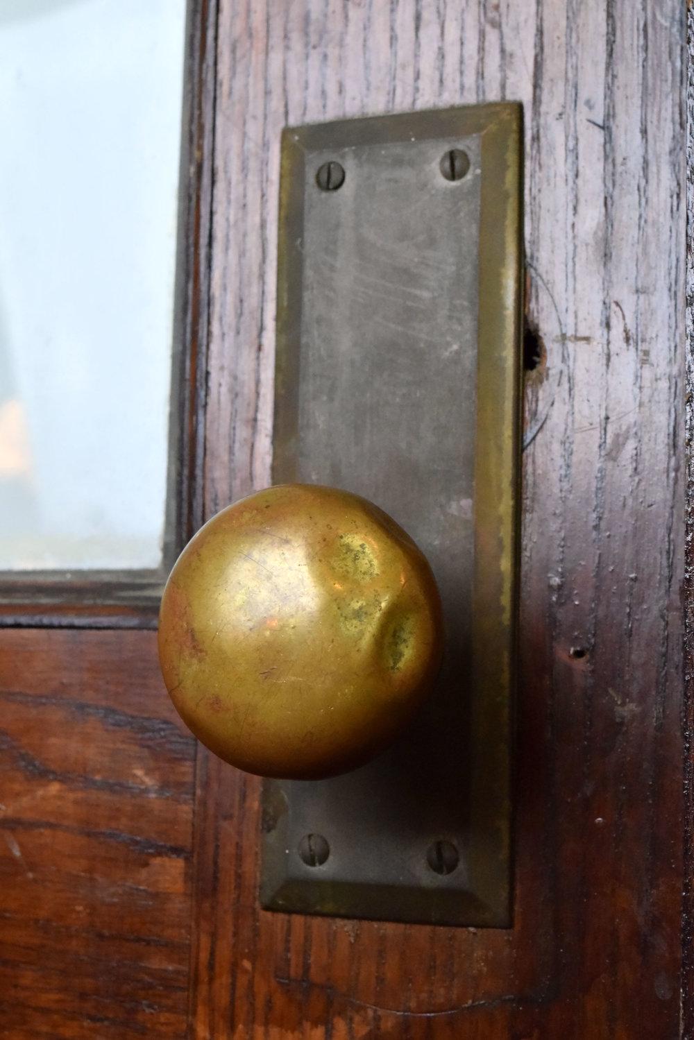 47032-oak-door-with-leaded-mirrors-door-knob.jpg