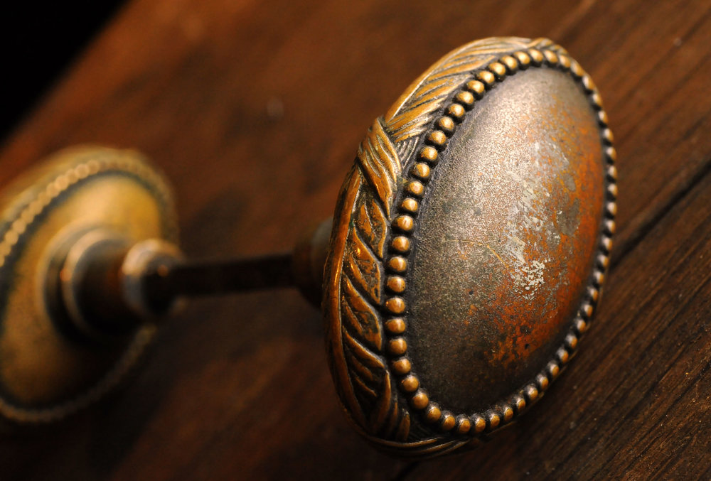 H20125-cast-bronze-knob-set-detail.jpg