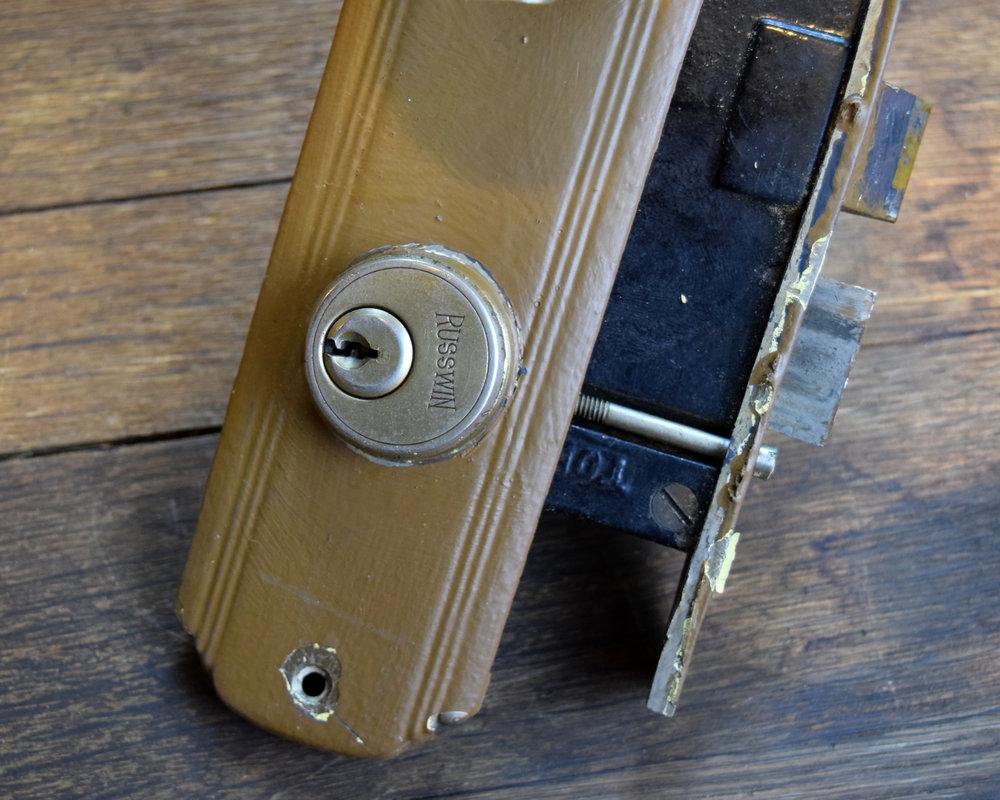H20135-glass-knobs-streamline-plates-detail.JPG