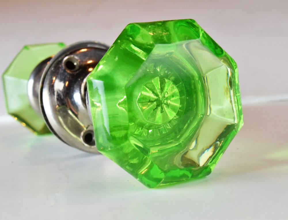 H20133-green-glass-knobs-detail-glass.JPG