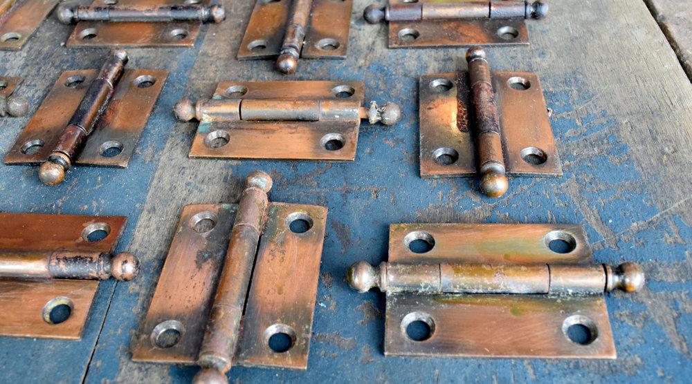 H20141-gilt-satin-cabinet-hinge-detail.jpg